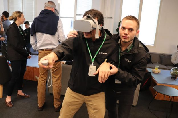 Students try out Oculus technology